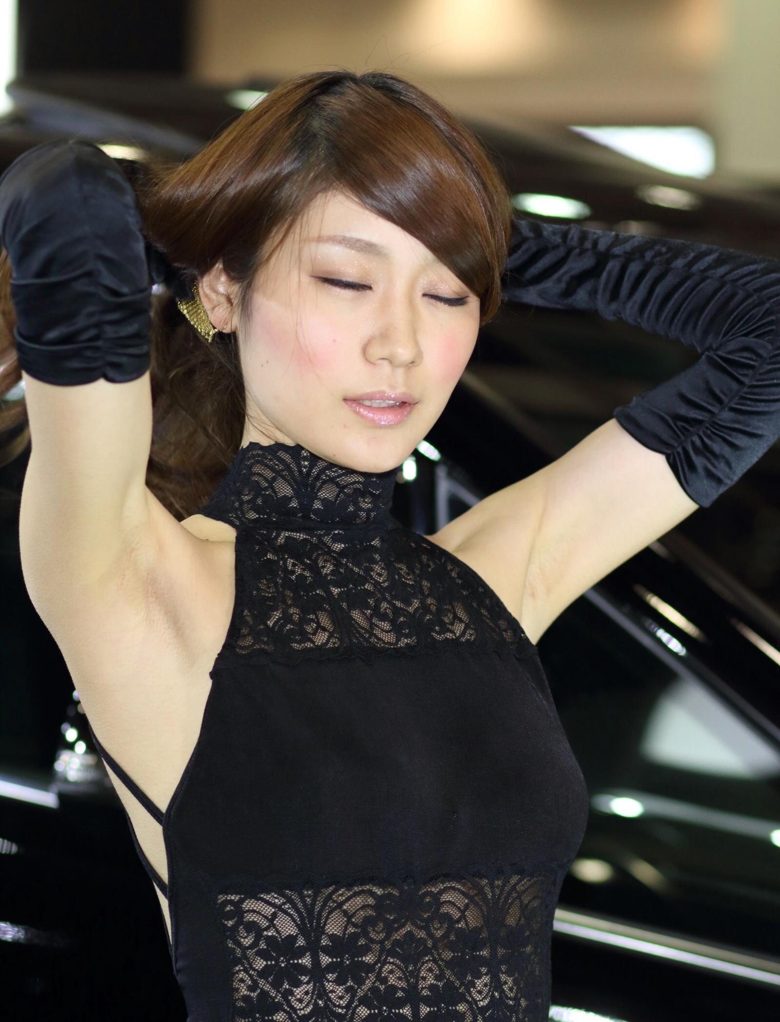 美人キャンギャルの生腋 (3)