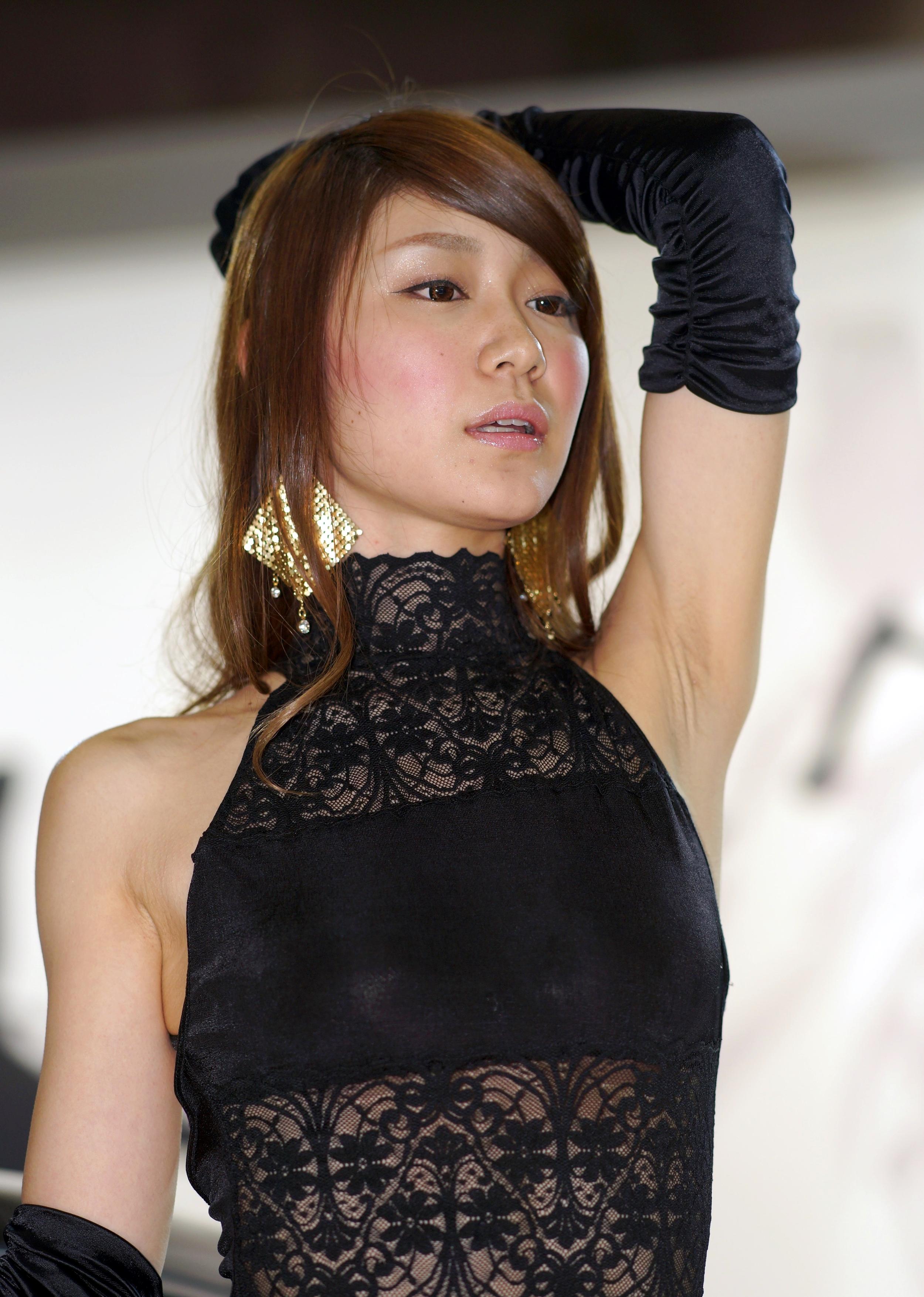 美人キャンギャルの生腋 (4)