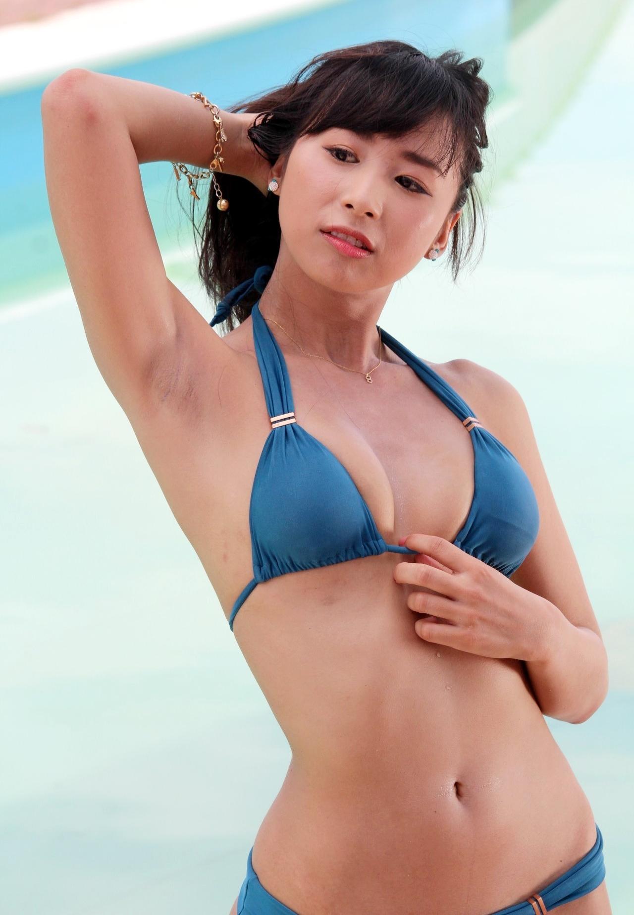 Azullyのザラ腋 (2)