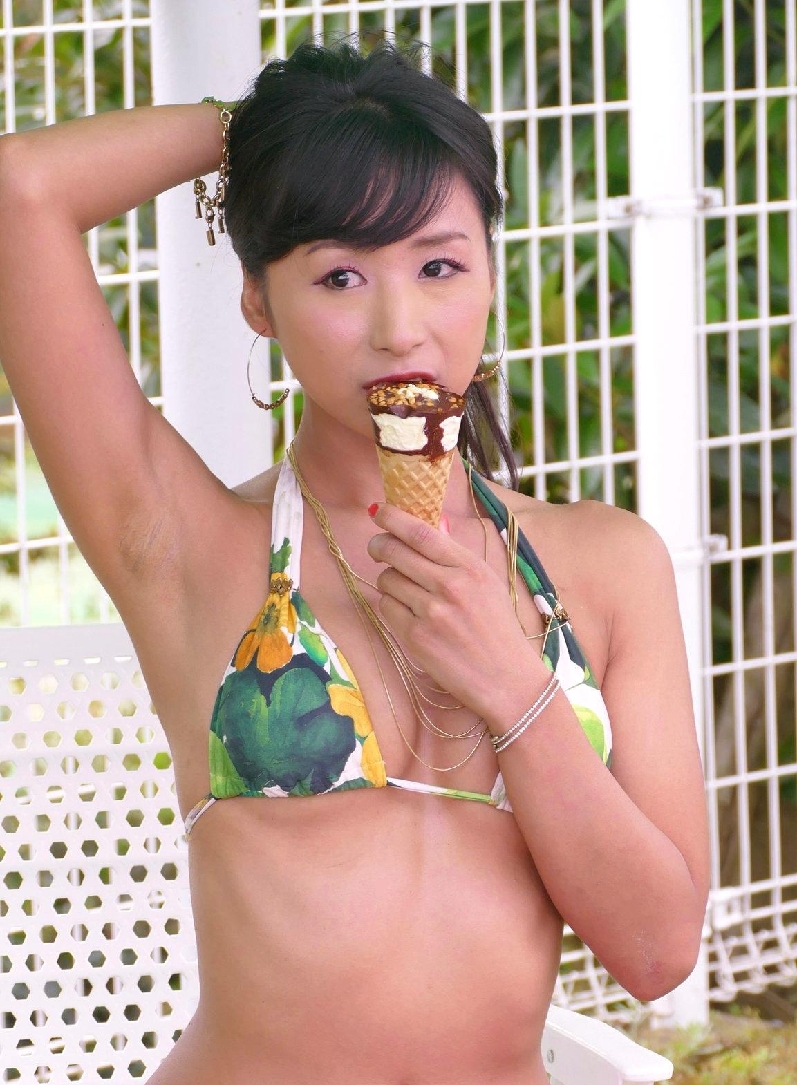Azullyのザラ腋 (11)