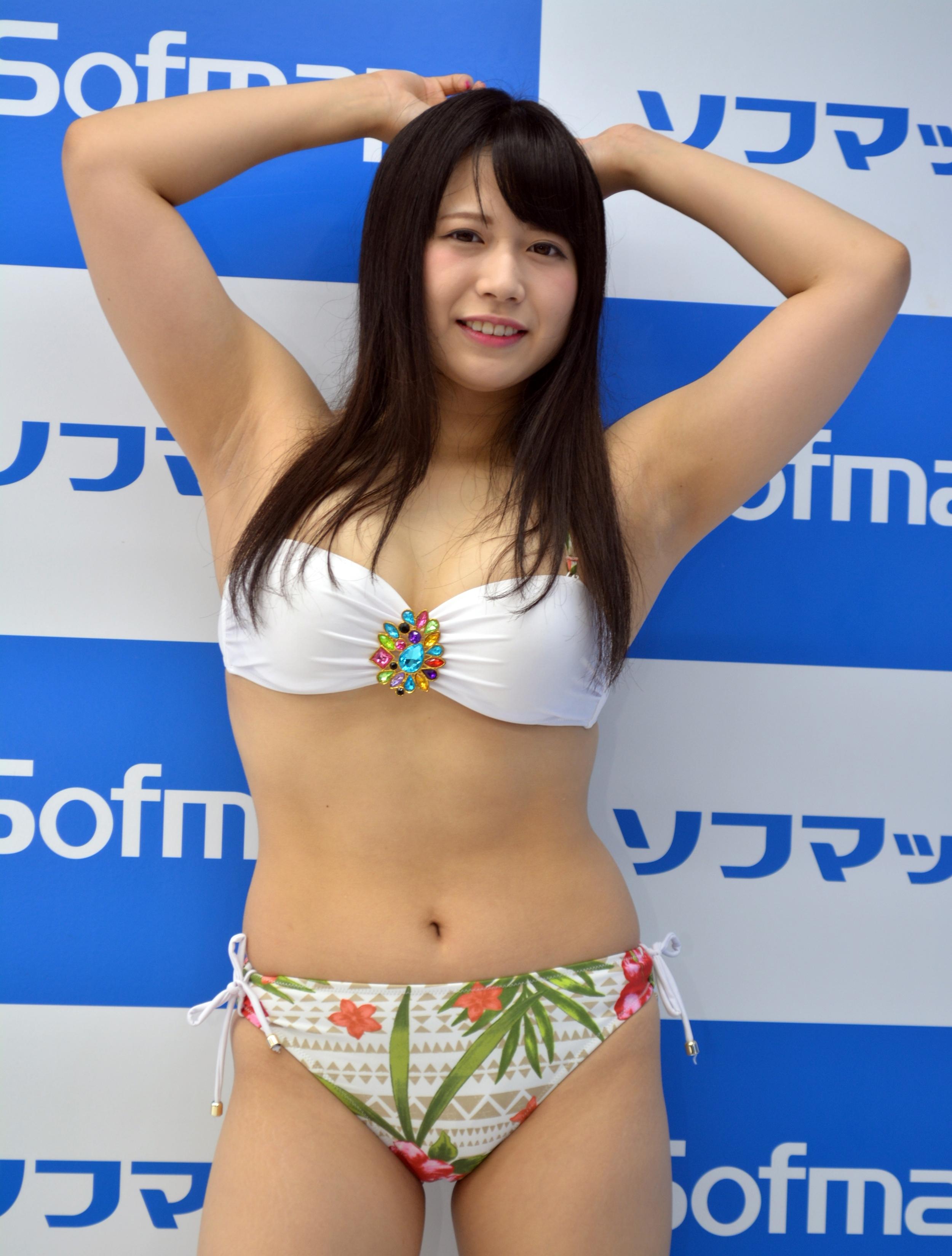 桜りんのデカ腋 (1)