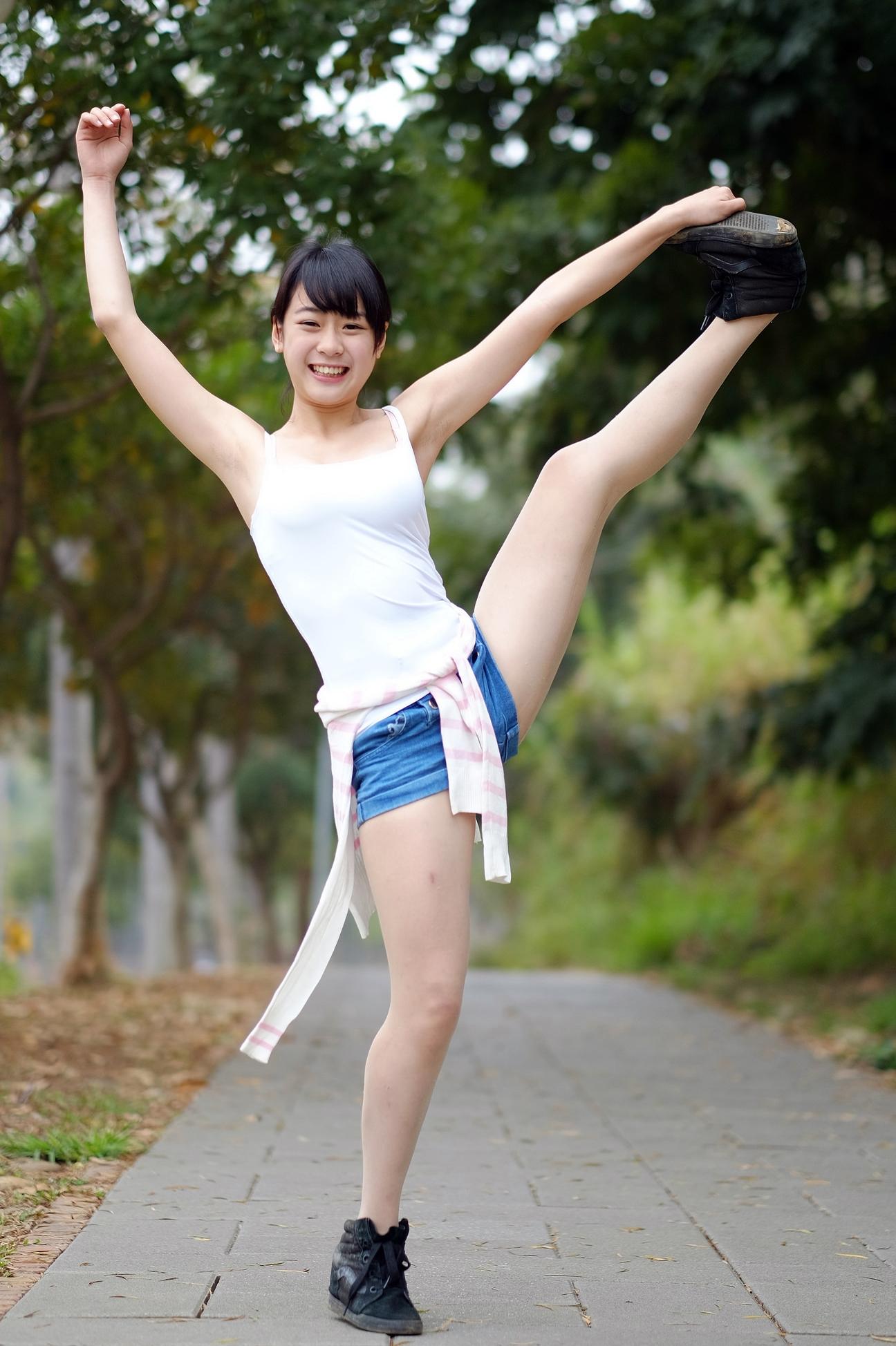 アジアン美少女のジョリ腋 (1)