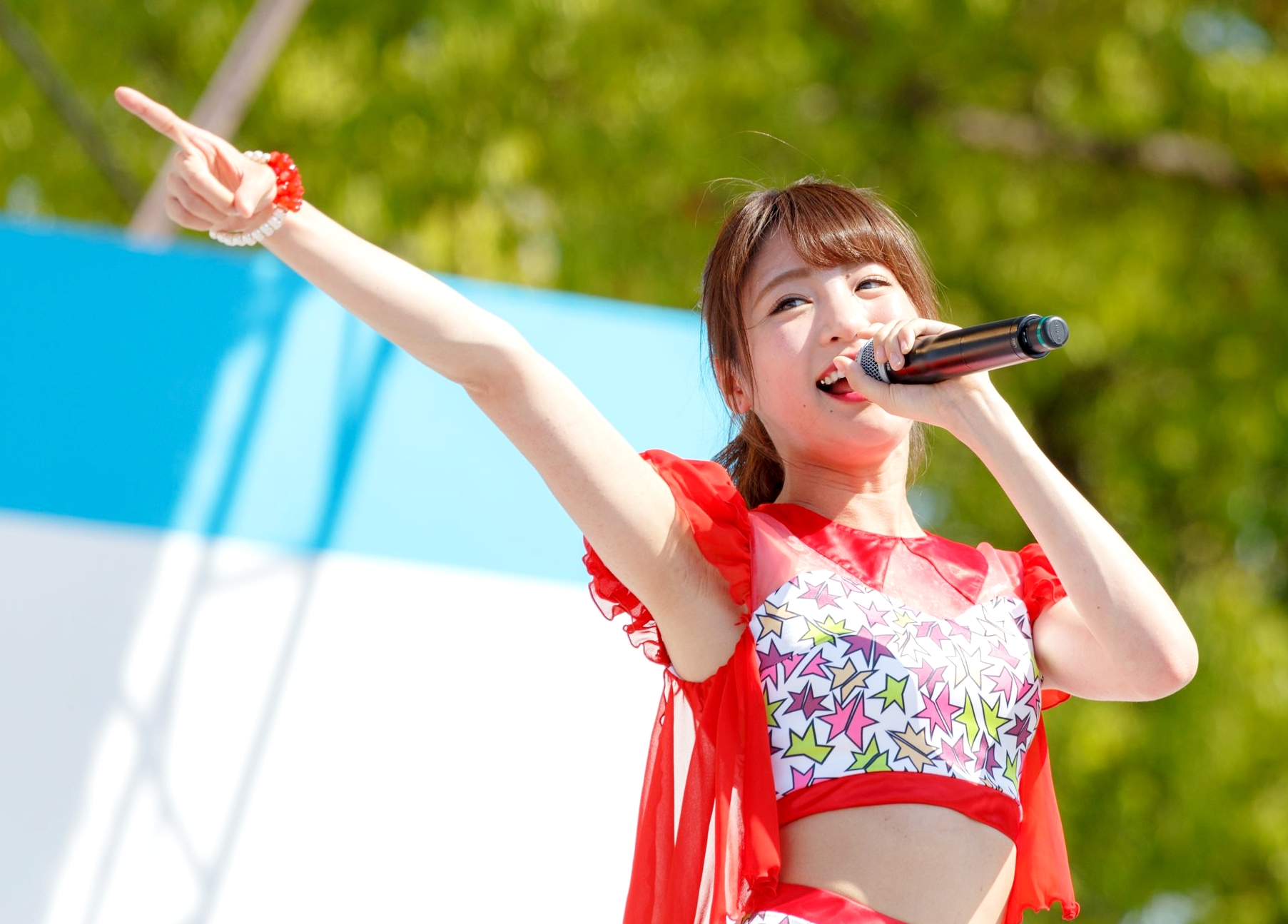 志田友美の黒ずみシワ腋 (2)