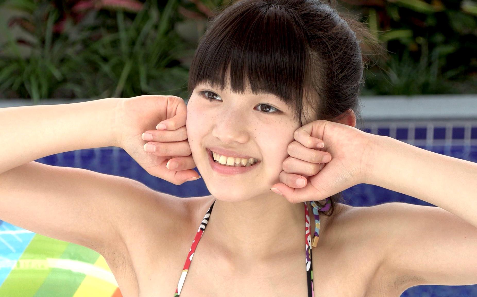 美少女の黒ゴマ腋 (1)