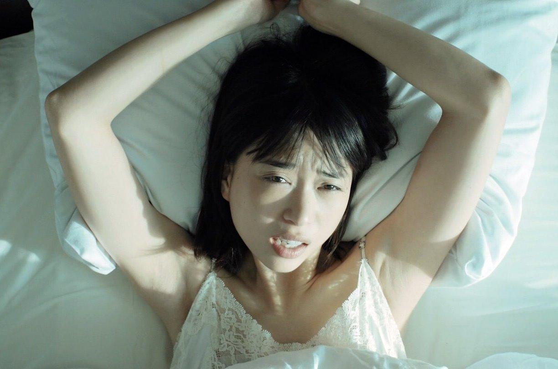 森川葵の寝起き腋 (3)