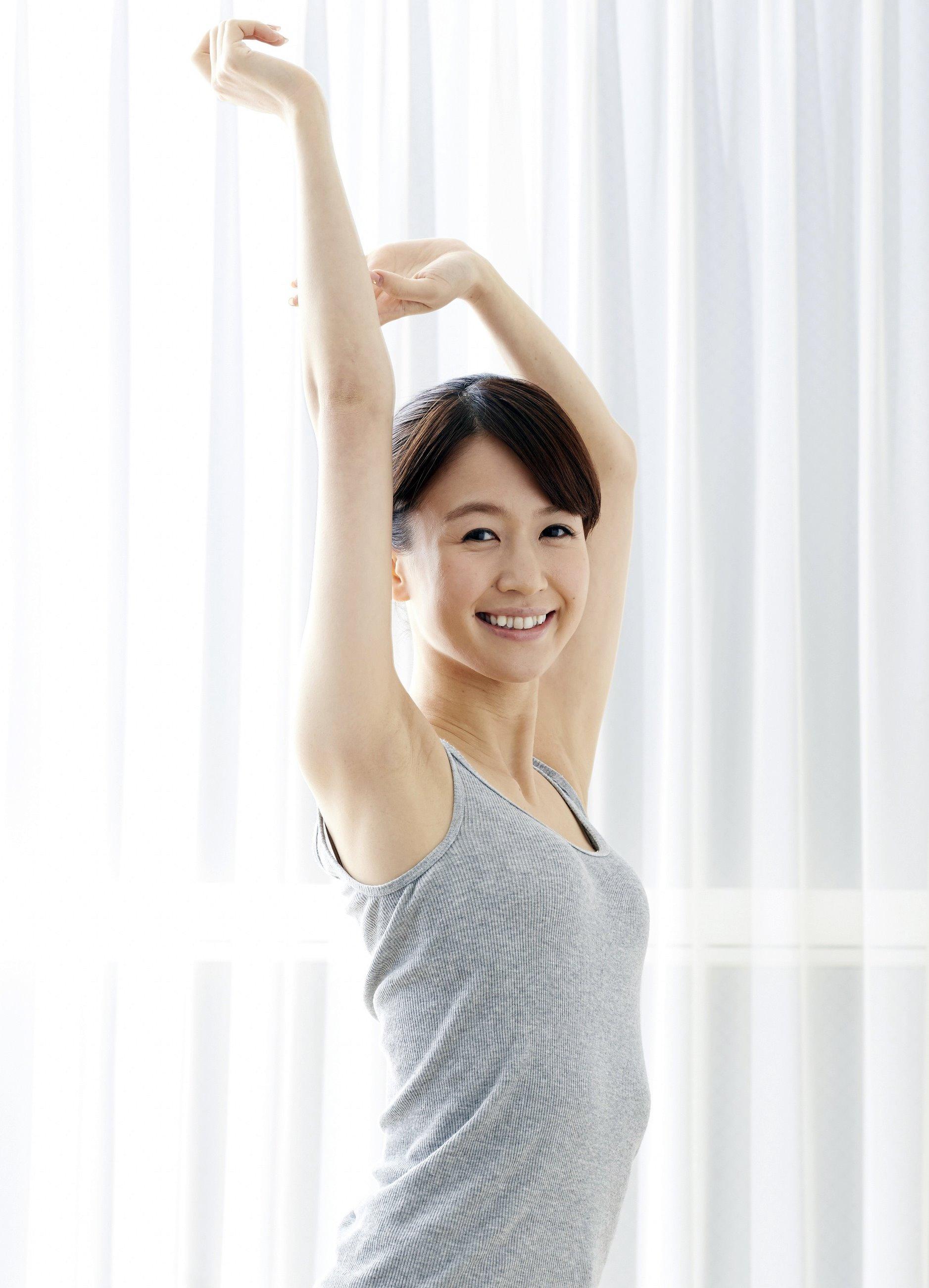 美人腋モデルの腋見せ (1)