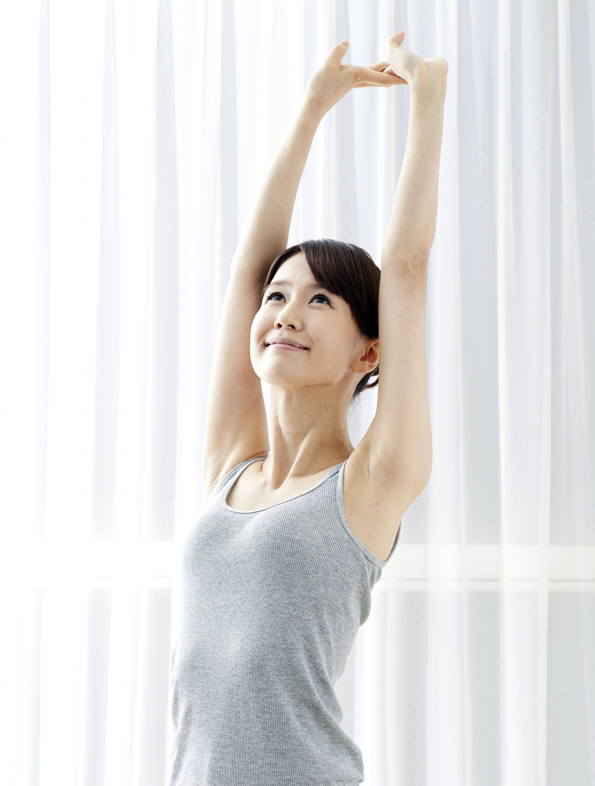 美人腋モデルの腋見せ (2)