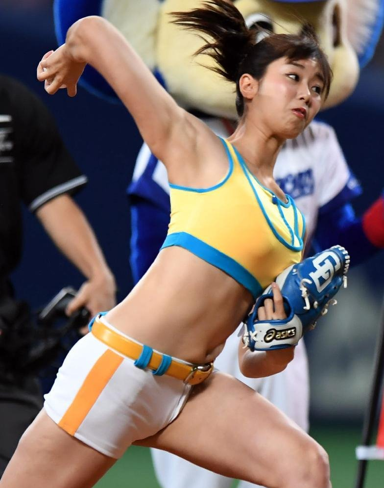 稲村亜美の腋見せ始球式 (3)