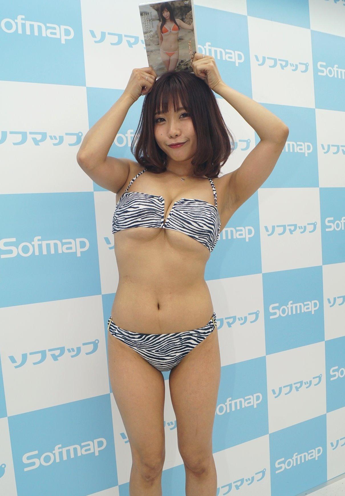 福田琴美の黒ずみ腋 (5)