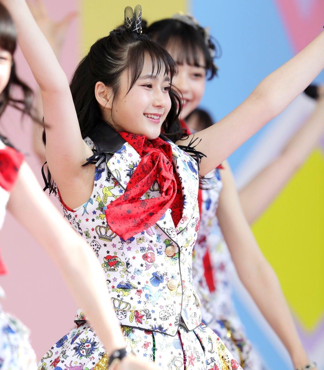 AKB48フレッシュ選抜メンバーの腋見せライブ (1)