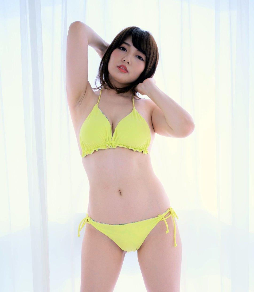 泉屋アイナのデカ腋 (4)