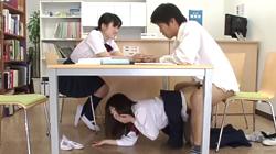彼氏ができて調子に乗ってる親友の彼氏を机の下でフェラして誘惑しこっそりSEXしちゃう可愛いけど怖ーい親友