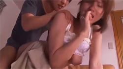酔った旦那の前で若い男にカラダを貪られ声を押し殺しながら感じてしまう美人妻