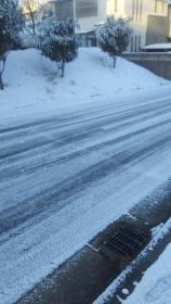 家の前の雪道
